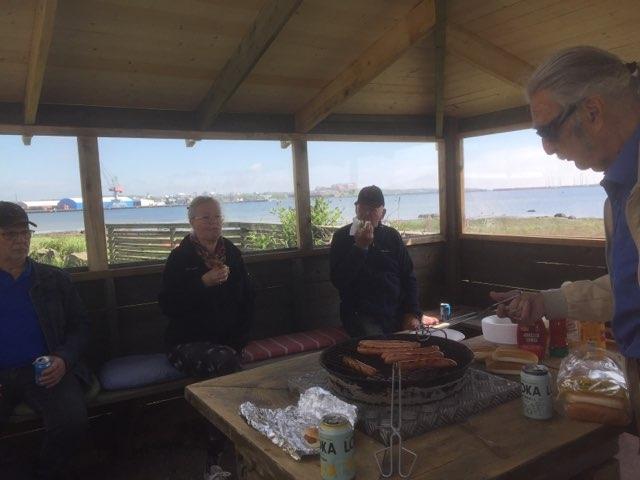 Den 29 maj efter avslutat årsmöte invigdes grillhuset